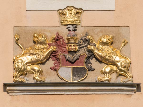 Wappen an Hauswand